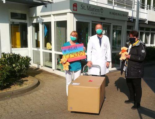 Kuschelbär für die Kinderklinik in Düren
